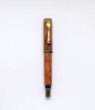 Ξύλινο στυλό σε σχεδιασμό vintage σε χρυσό χρώμα
