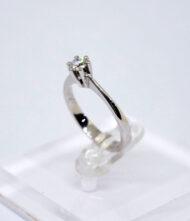 Δαχτυλίδι Χρυσό Κ18 με Διαμάντια. Γυναικείο δαχτυλίδι από λευκό χρυσό 18 καράτια με διαμάντια σε κοπή μπριγιάν(Br).